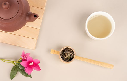 media/image/Premium-Weisser-Tee.jpg